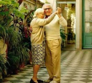 Disfruta de la música y el baile si eres mayor